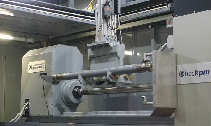 Automated loading and unloading of the grinder