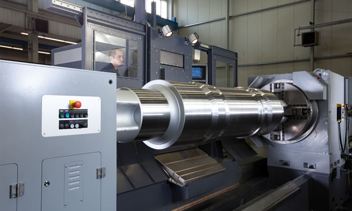 Heavy-duty turning lathe of the NWD series with mounted roll