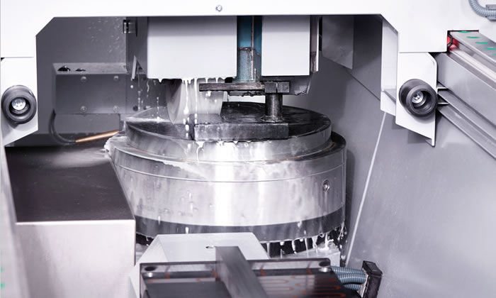 Machining of trimming shears on the rotary table with the highest precision